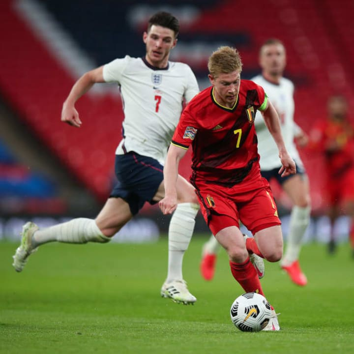 Kevin De Bruyne skips away from the challenge of Declan Rice