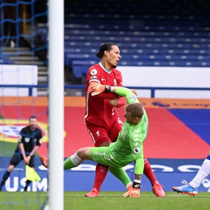 Van Dijk left the field after treatment