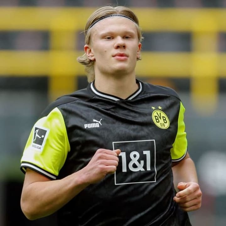 Man City & Chelsea may consider Martinez as a possible alternative to Erling Haaland