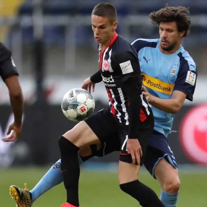 Machte ein tolles Spiel in Frankfurt - Strobl (r.) gegen Mijat Gacinovic