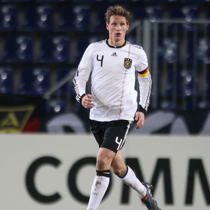Höwedes war schon in den Junioren-Auswahlteams Führungsspieler