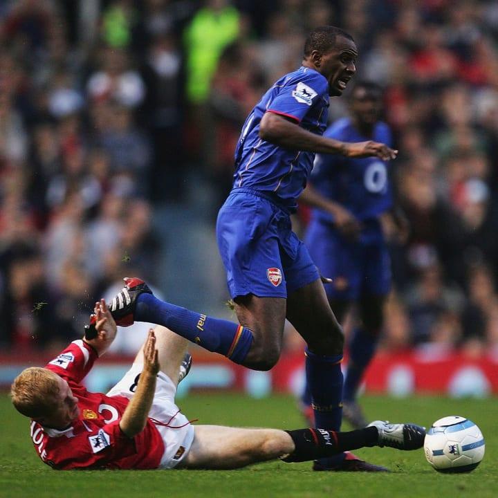 Scholes tackles Vieira