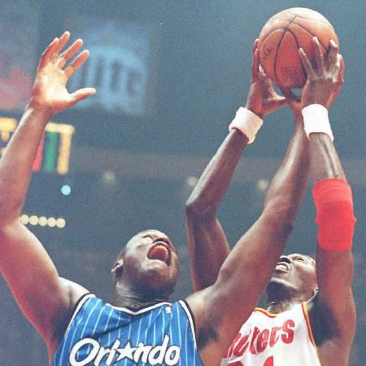 Orlando Magic's Shaquille O'Neal(L) and Houston Ro
