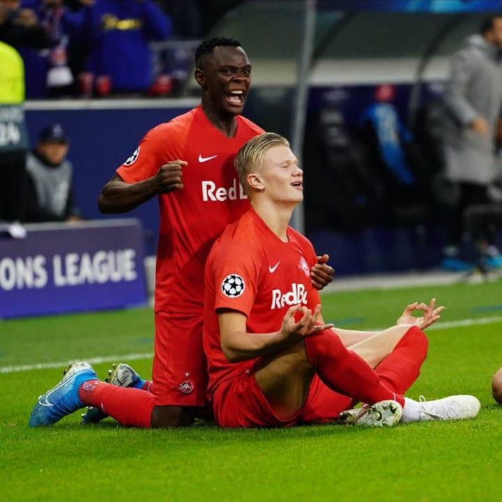Daka und Haaland bejubeln einen Treffer des Norwegers
