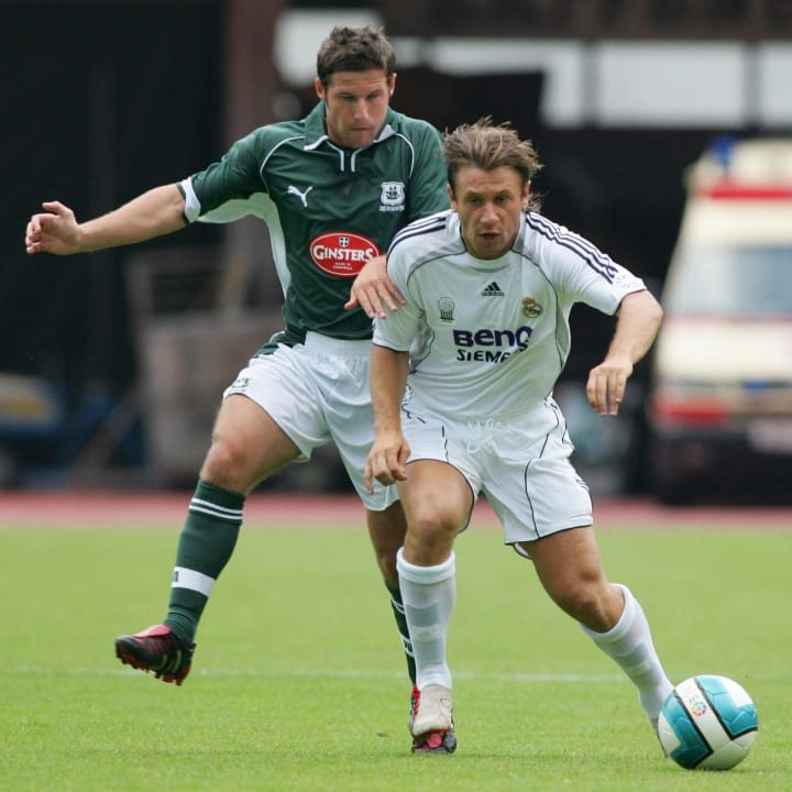 Real?s Cassano (R) challenges Plymouth?s