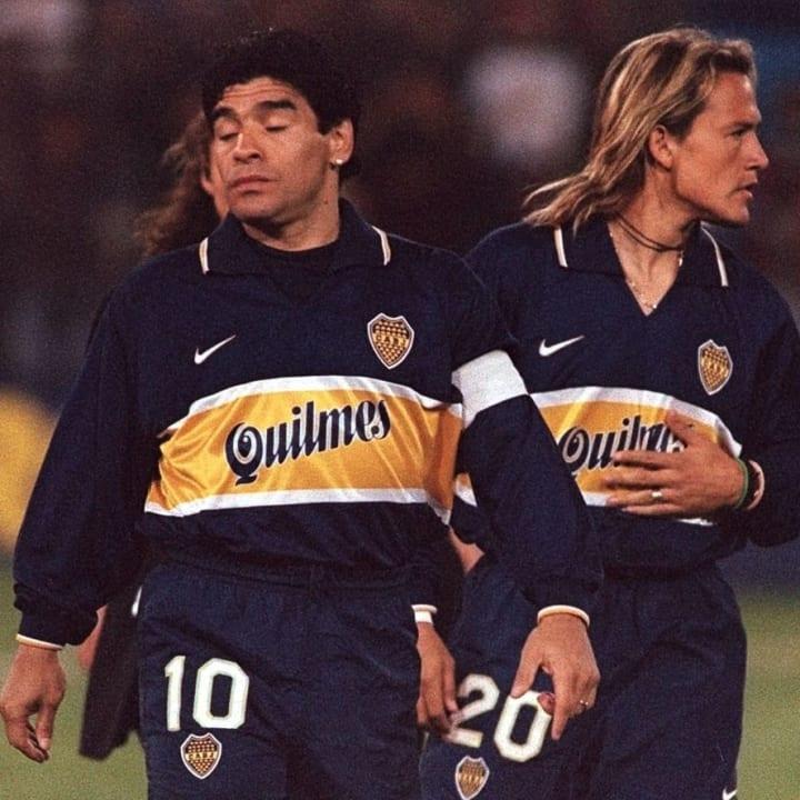 Maradona y Hernández, compañeros en Boca
