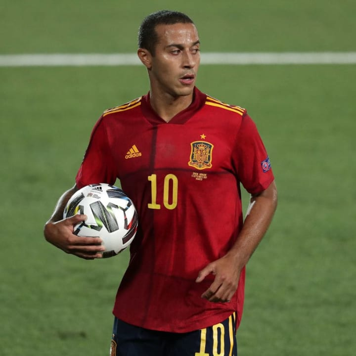 Neville says Thiago can play as a holding midfielder for Man Utd