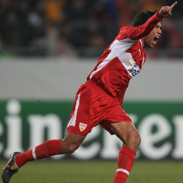 Pável Pardo gritando un gol del Stuttgart.