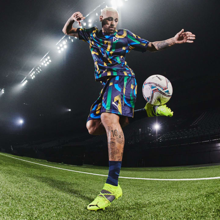 Neymar tries out his new wheels