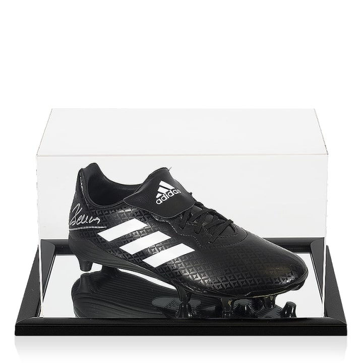 This adidas boot has been signed by former United striker Dimitar Berbatov