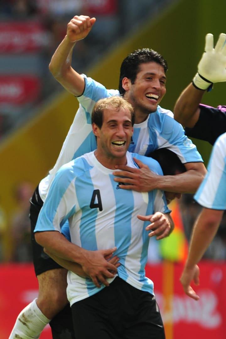 Argentinian defenders Ezequiel Garay (ba