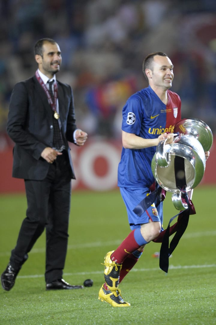 Barcelona's Andes Iniesta (R) and coach