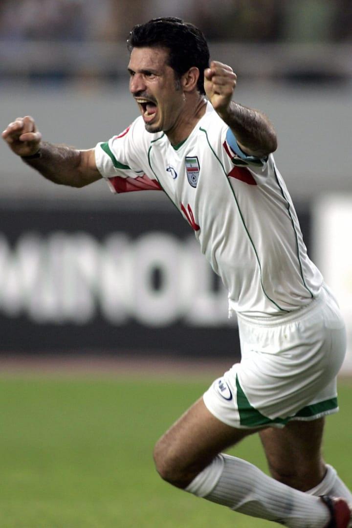 Le capitaine iranien Ali Daei célèbre après