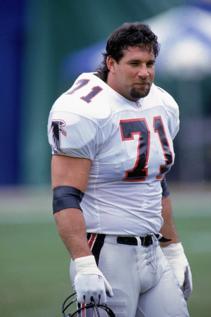 DECEMBER 27: Bill Goldberg #71 of the Atlanta Falcons looks on during the NFL game against the Los Angeles Rams on December 27, 1992. Bill Goldberg ma