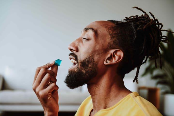 man eating Tastebudz gummy