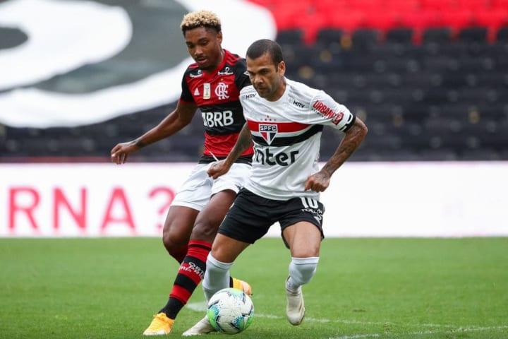 Vitinho, Daniel Alves