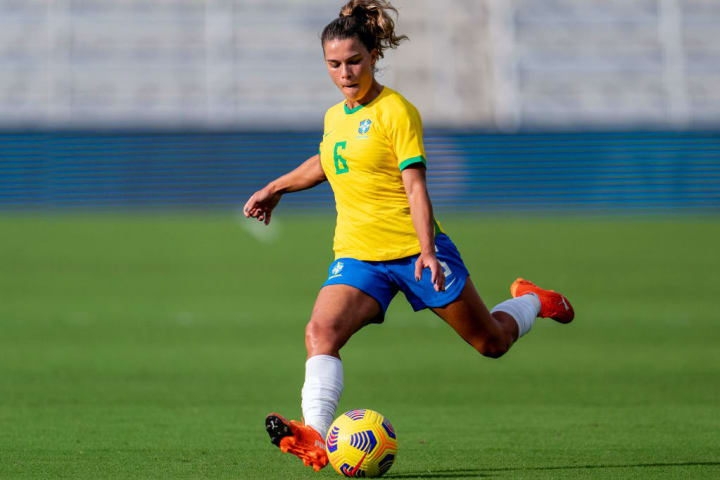 Tamires Lateral Brasil Seleção feminina Rússia Olimpíadas