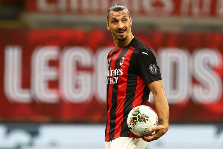 Zlatan Ibrahimovic extends AC Milan contract for 2020/21 season