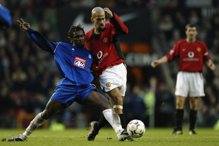 Aliou Cisse of Birmingham City tackles Juan Sebastien Veron of Manchester United