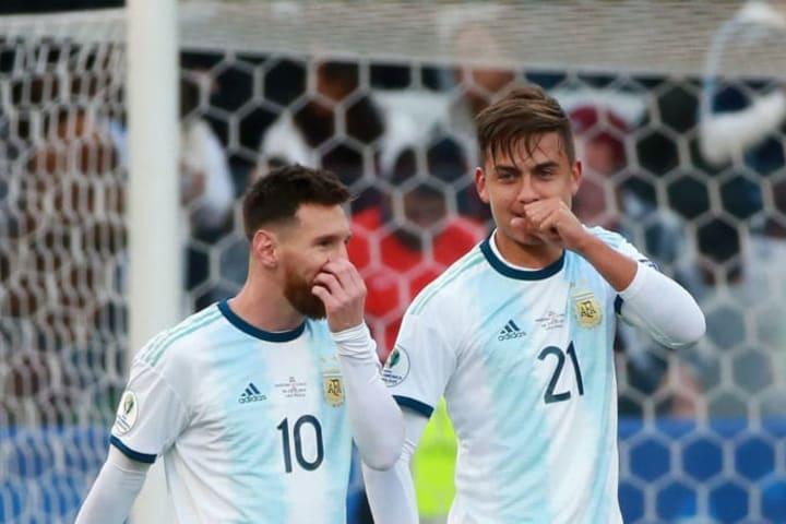 Paulo Dybala y Leo Messi con la selección argentina