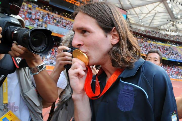 Argentinian forward Lionel Messi kisses