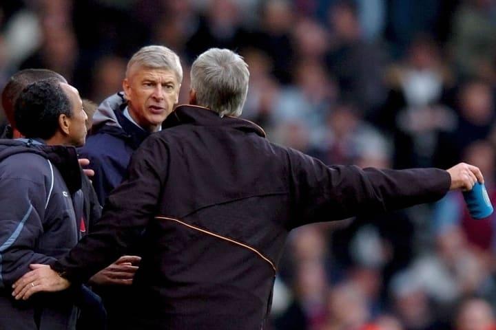 Arsenal manager Arsene Wenger (2nd R) ex