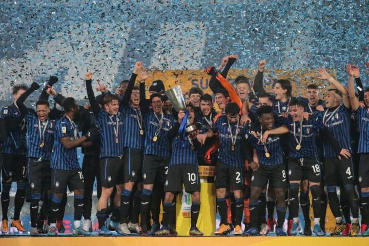 I festeggiamenti dell'Atalanta, ultima vincitrice del Campionato Primavera
