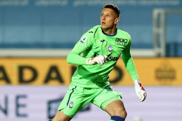 Ex-Man Utd & Aston Villa goalkeeper Pierluigi Gollini could return to English football