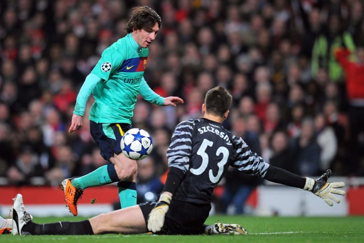 Szczesny attempts to smother at the feet of Lionel Messi