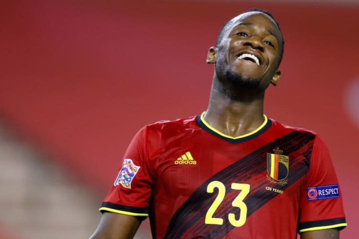 Chelsea's Michy Batshuayi has completed a loan move to Crystal Palace
