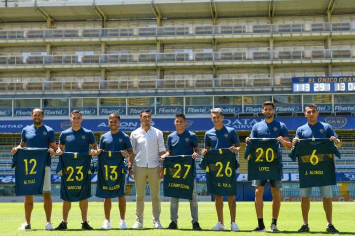 Presentación oficial de refuerzos en Boca en 2019. De izquierda a derecha: Díaz, Marcone, Mac Allister, Burdisso, Campuzano, Ávila, López y Alonso.