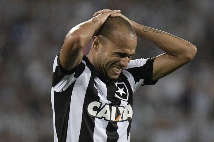 Roger Botafogo Centroavante Aposentadoria 2021