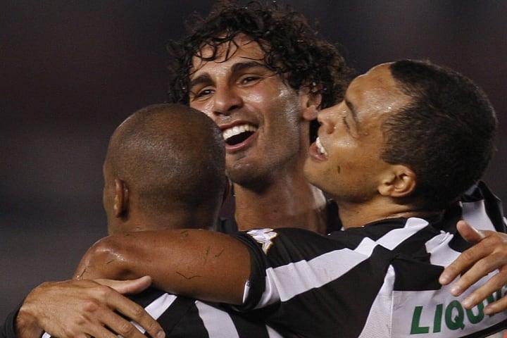 Brazilian Botafogo's Dodo (R) celebrates
