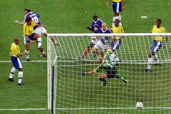 CUP-FR98-BRA-FRA-ZIDANE GOAL