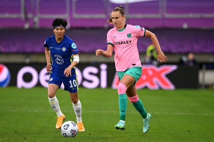 Caroline Graham Hansen runs past Ji So-yun