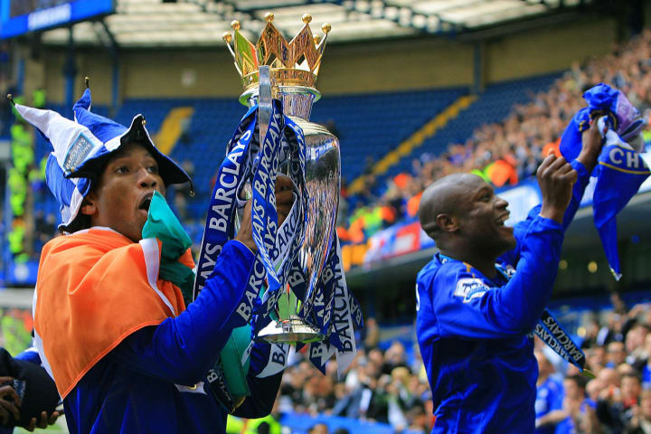 Chelsea players Didier Drogba (L) and Wi