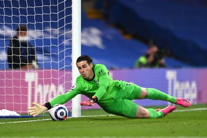 Kepa Arrizabalaga keeps Jorginho's back pass out of the net