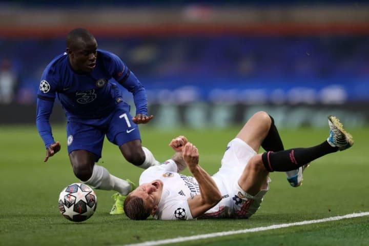 N'Golo Kante collides with Toni Kroos