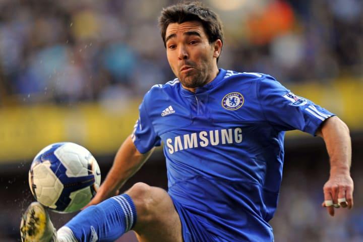 Chelsea's Portuguese midfielder Deco bri