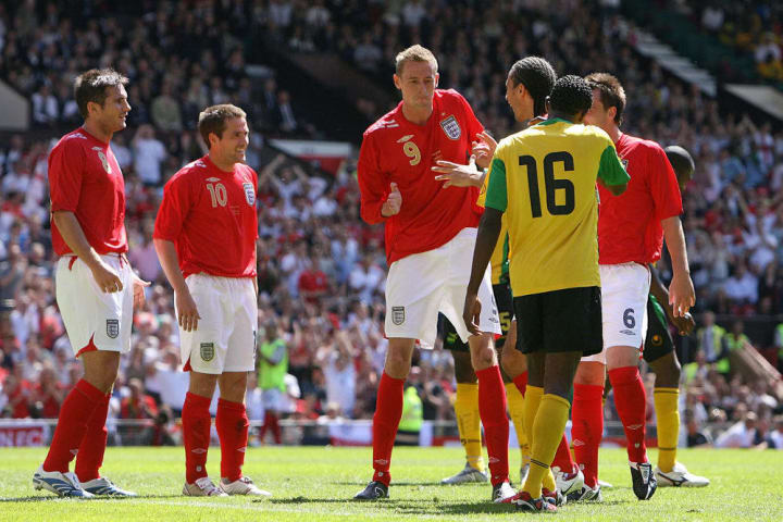 England's Peter Crouch (C) performs his