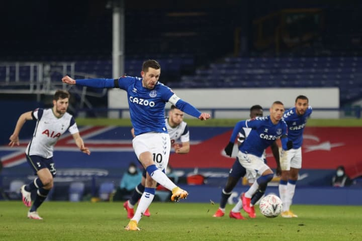 Sigurosson netted Everton's third