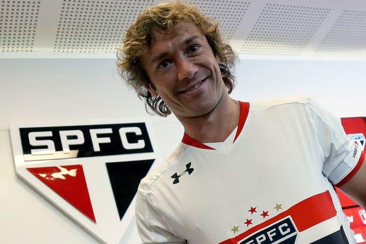 Lugano retornó al San Pablo para jugar la última etapa de su carrera. Hoy trabaja como embajador del equipo paulista.