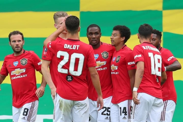 Manchester United celebrate Ighalo's opening goal together.