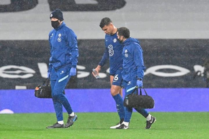 Thiago SIlva saat ditarik keluar karena cedera vs Tottenham