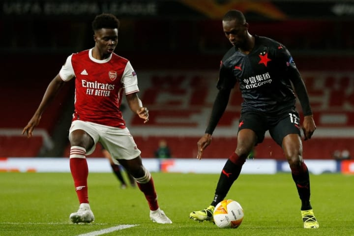 Bukayo Saka looks to win the ball back