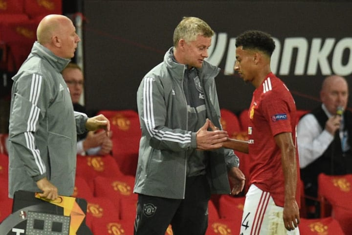 Jesse Lingard coming off for Manchester United