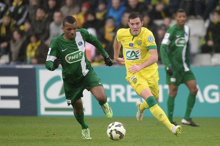 Stéphane Abaul face à Jordan Veretout en 2015, lors du 32es de finale de Coupe de France face au FC Nantes.