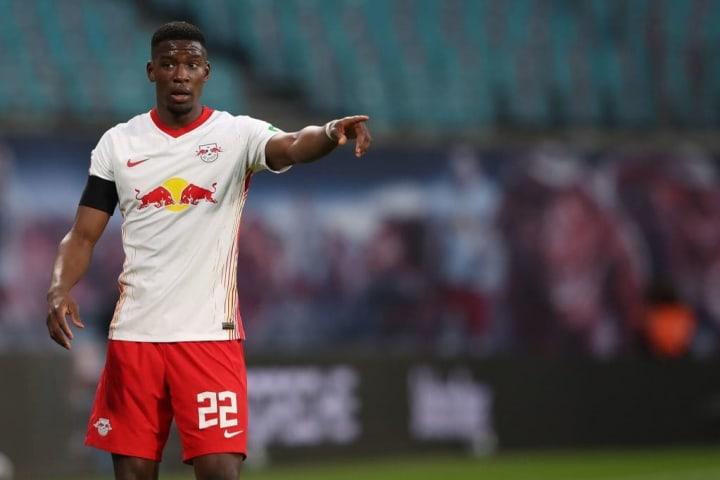 Mukiele est devenu titulaire indiscutable à Leipzig cette saison