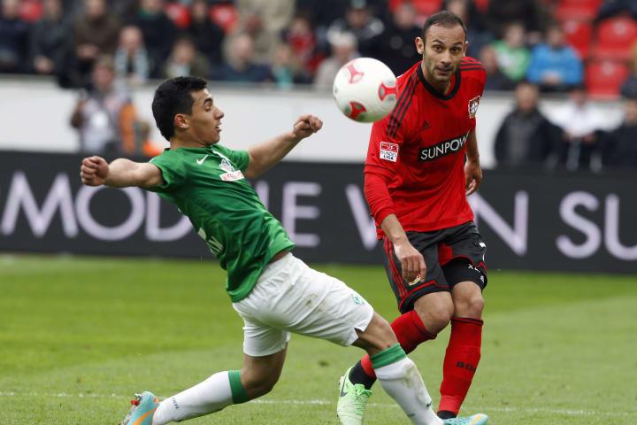 Werder Bremen: Özkan Yildirim im Duell gegen Bayer Leverkusen