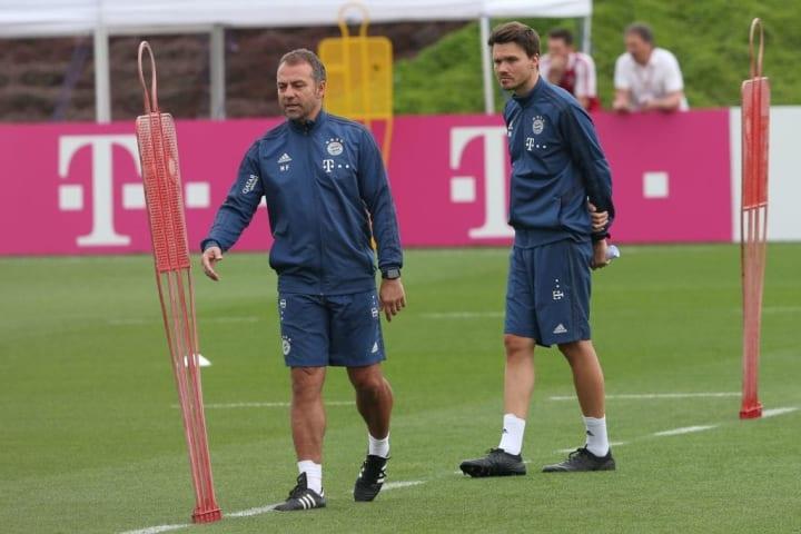 Flick und Röhl beim Training des FC Bayern